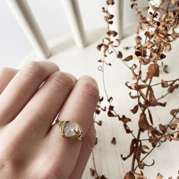 Ring mit durchsichtiger Kristall Perle